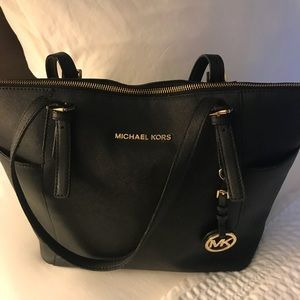 Michael Kors Medium Jet Set 100% Saffiano Leather